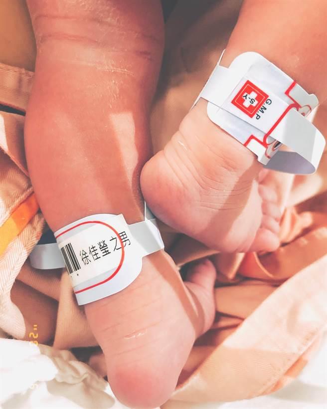 徐佳瑩曬兒子小腳。(圖/翻攝自臉書)