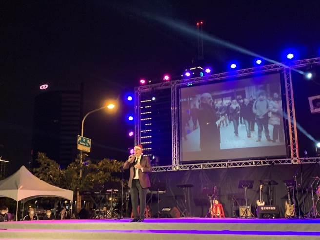 荷蘭美聲歌手馬丁(Martin Hurkens)在現場獻唱《You Raise Me Up》等歌曲。(李宜杰攝)