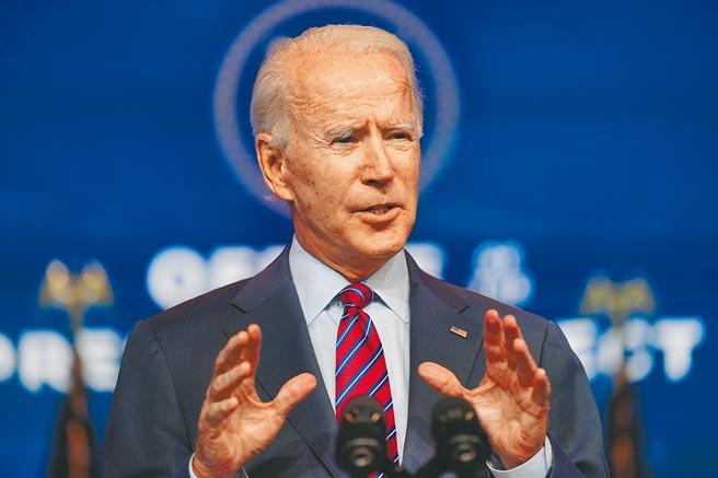 美國總統當選人拜登4日在德拉瓦州維爾明頓的王后劇院發表演說。學者指出,拜登上台後,將全力修補破損的美歐關係。(美聯社)