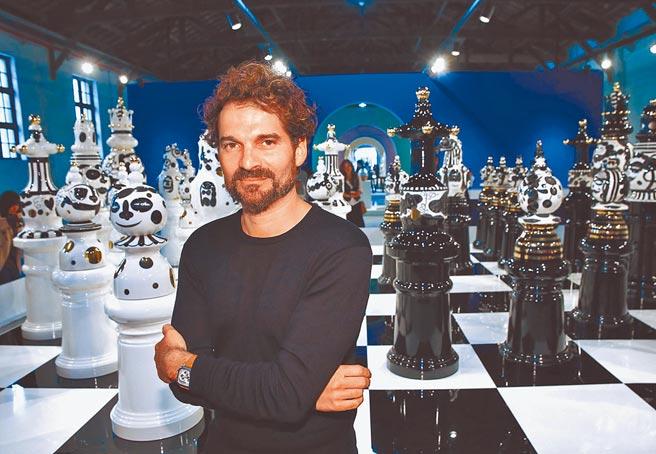 西班牙設計師亞米.海因,打造型西洋棋裝置藝術,曾在台北造成轟動。(本報資料照片)