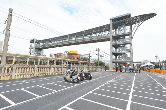 緩解停車空間不足的問題,台中市府交通局積極增設路邊、路外停車格位,並將逐步檢討、收費管理。(台中市政府提供/林欣儀台中傳真)