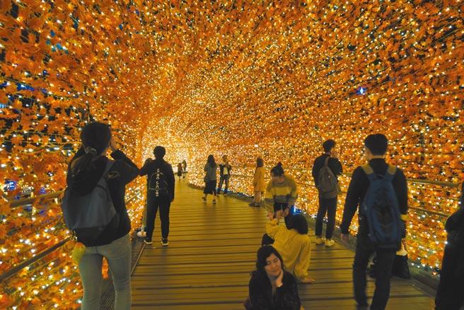「香榭光廊」發想自《愛麗絲夢遊仙境》穿越的場景,充滿浪漫夢幻氛圍。(黃采薇攝)