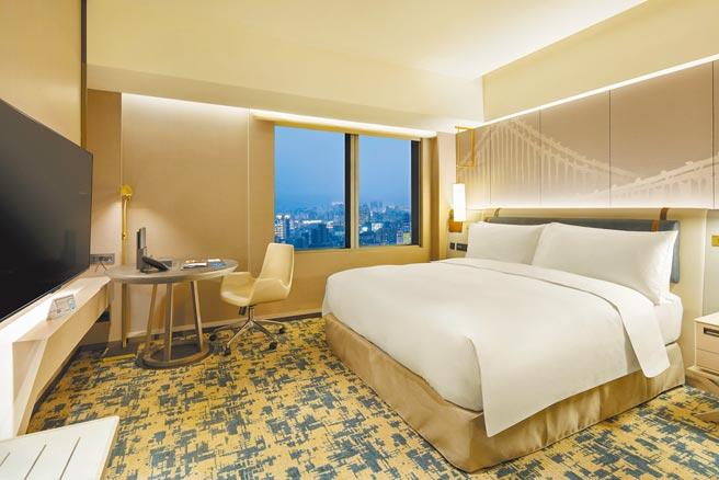 「豪華套房」臥室。(台北新板希爾頓酒店提供)