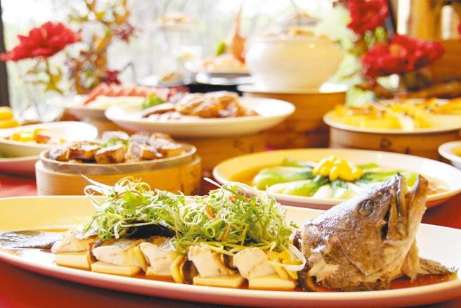 煙波大飯店新竹湖濱館推出「鬥陣呷澎湃 頭家來辦桌」專案,提供數種宴席價格。(煙波大飯店新竹湖濱館提供)