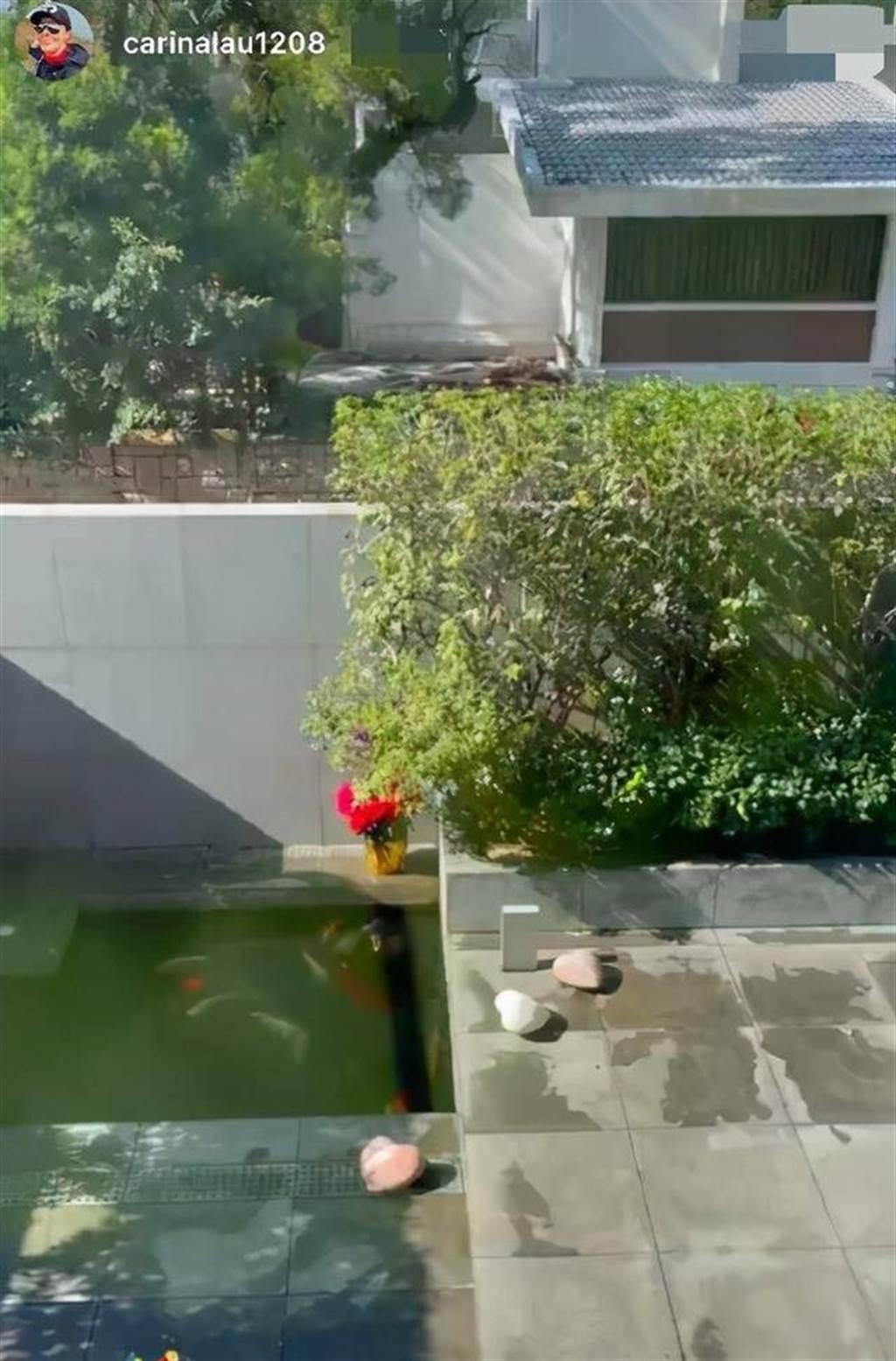 刘嘉玲难得开箱爱巢,曝光了豪宅古色古香的庭院。(翻摄自刘嘉玲IG)