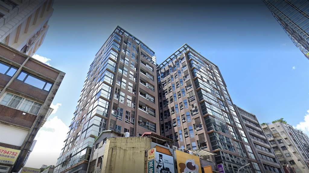 八德路三段小豪宅「阿曼生活」近期交易也見漲勢。(翻攝自Google街景)