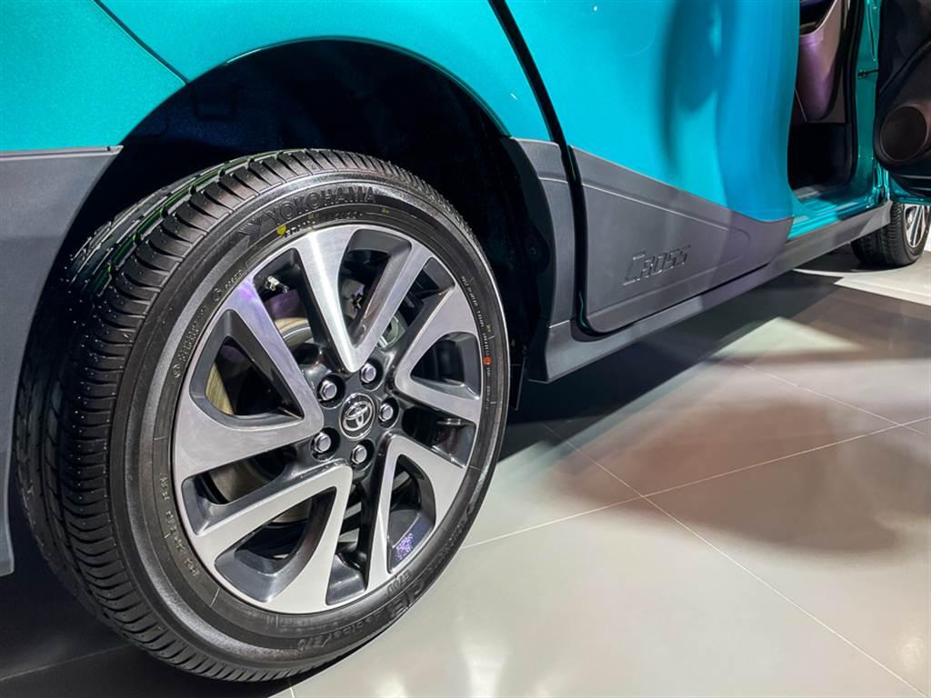 懸吊加高20mm,並採用與尊爵型同尺寸的16吋圈胎組合。
