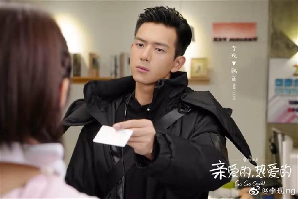 李現因演岀《親愛的,熱愛的》人氣急漲,被封為國民男友。(圖/翻攝自微博)