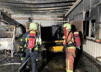馬公市公所停車棚內3輛公務貨車及1輛機車莫名火災