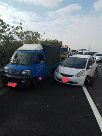 自小客車國道中線突故障  釀4車追撞事故、2人送醫