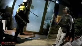 夫妻糾紛男子疑持刀恐嚇 警破門救人反遭錄影