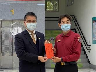 桃消防載108確診者 徐國勇頒30萬獎勵金「不成敬意」