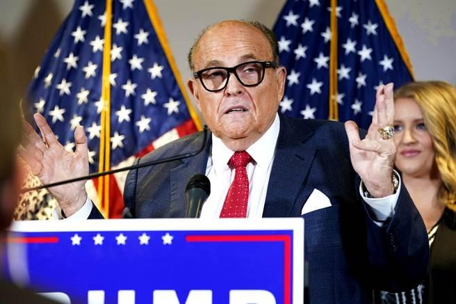 美國總統川普的私人律師朱利安尼(Rudy Giuliani)傳出確診新冠肺炎,美媒相繼引述消息人士指出,朱利安尼已在6日送醫治療。(資料照/美聯社)