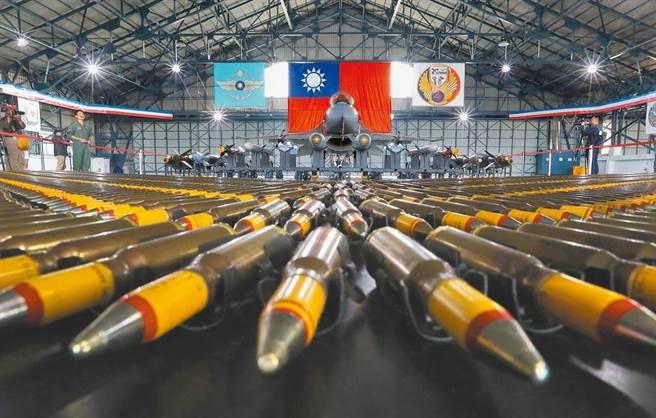 鳳展專案是將我現役F-16戰機進行性能提升案,交機進度落後。(本報資料照)