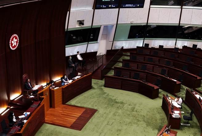 因應香港反對派議員資格遭取消,路透社報導,美國準備制裁十多名陸官員。(資料照/美聯社)