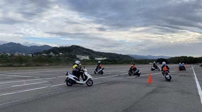 苗栗縣警局7日舉辦員警安全駕駛訓練。(苗栗縣警局提供/謝明俊苗栗傳真)