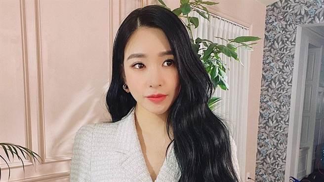 Tiffany近日登上時尚雜誌VOGUE,大秀火辣好身材(圖/IG@tiffanyyoungofficial )