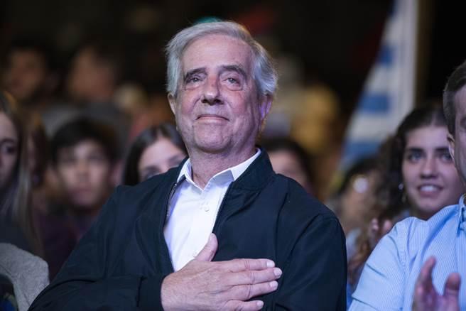 烏拉圭前總統瓦茲蓋斯(Tabare Vazquez)今天不敵肺癌逝世,享壽80歲。(圖/美聯社)