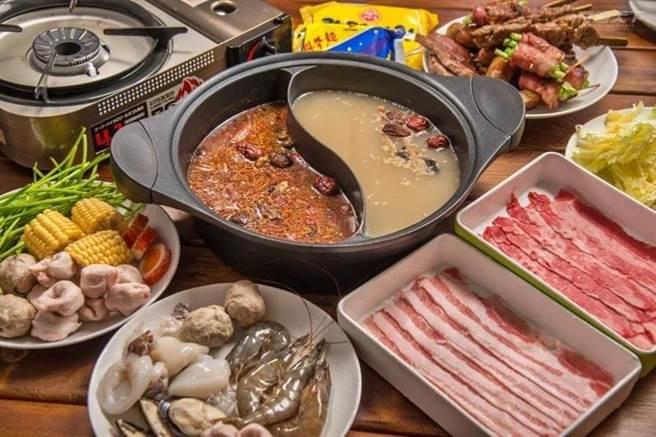 《向海那漾》推出許多耶誕節限時活動,圖為火烤晚餐。(向海那漾提供/陳淑娥台中傳真)
