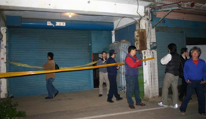 民國94年1月21日,新竹縣新豐鄉發生女學生疑遭姦殺案,警方封鎖現場採證。(中時資料照,圖/羅浚濱攝)