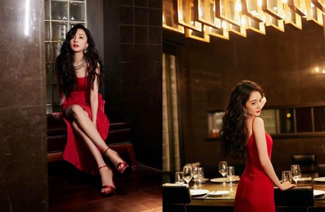 楊冪穿上紅色吊帶長裙展現纖瘦的S曲線身材。(圖/摘自微博@嘉行杨幂工作室)