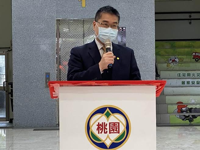 桃消防載108確診新冠肺炎者,內政部長徐國勇頒30萬獎勵金。(蔡依珍攝)