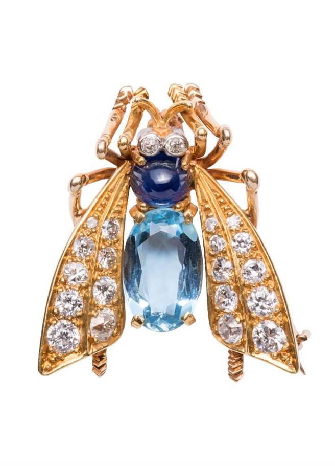 梵克雅寶Heritage典藏系列1958年的Bee胸針,藍寶石、海水藍寶、鑽石,67萬5000元。(Van Cleef & Arpels提供)