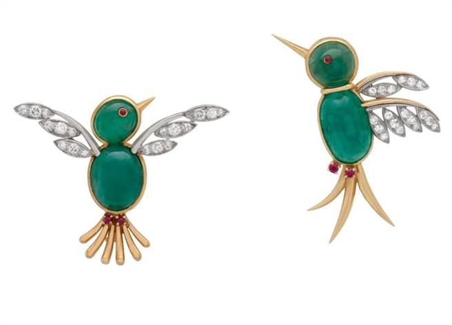 梵克雅寶Heritage典藏系列1950年Pic Vert胸針,兩顆重10.51克拉的祖母綠,360萬元。(Van Cleef & Arpels提供)