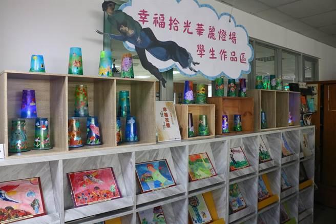 「夏卡爾-愛與美的專賣店」藝術巡迴展,第6站來到台南光華高中。(校方提供/李宜杰台南傳真)