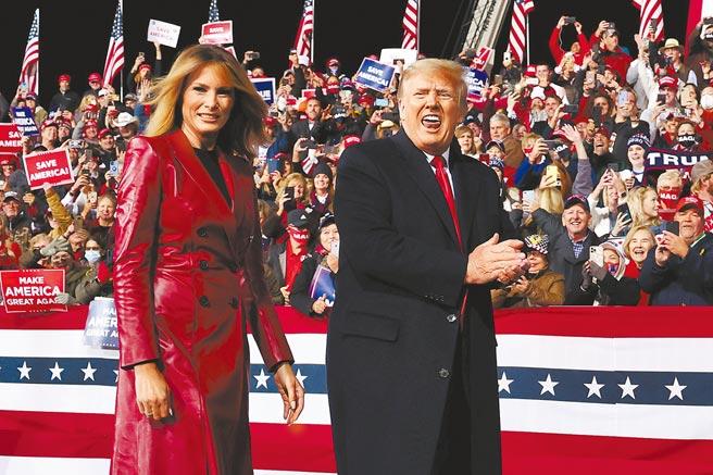 美國總統川普5日前往喬治亞州為兩名角逐聯邦參議員的共和黨籍候選人拉票,這是他11月3日選後首次出席公開活動。(路透)