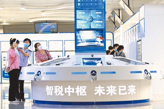 8月5日,河北石家莊市大數據智能辦稅服務廳啟用。(新華社)