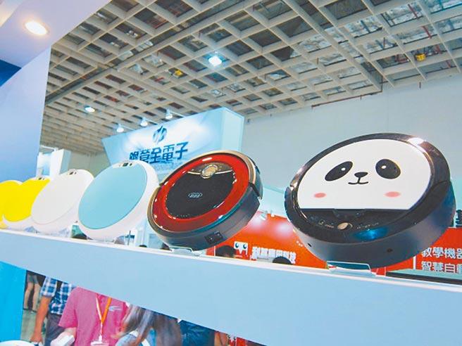 掃地機器人近年廣受歡迎,許多企業推出造型吸睛的產品。(本報系資料照片)