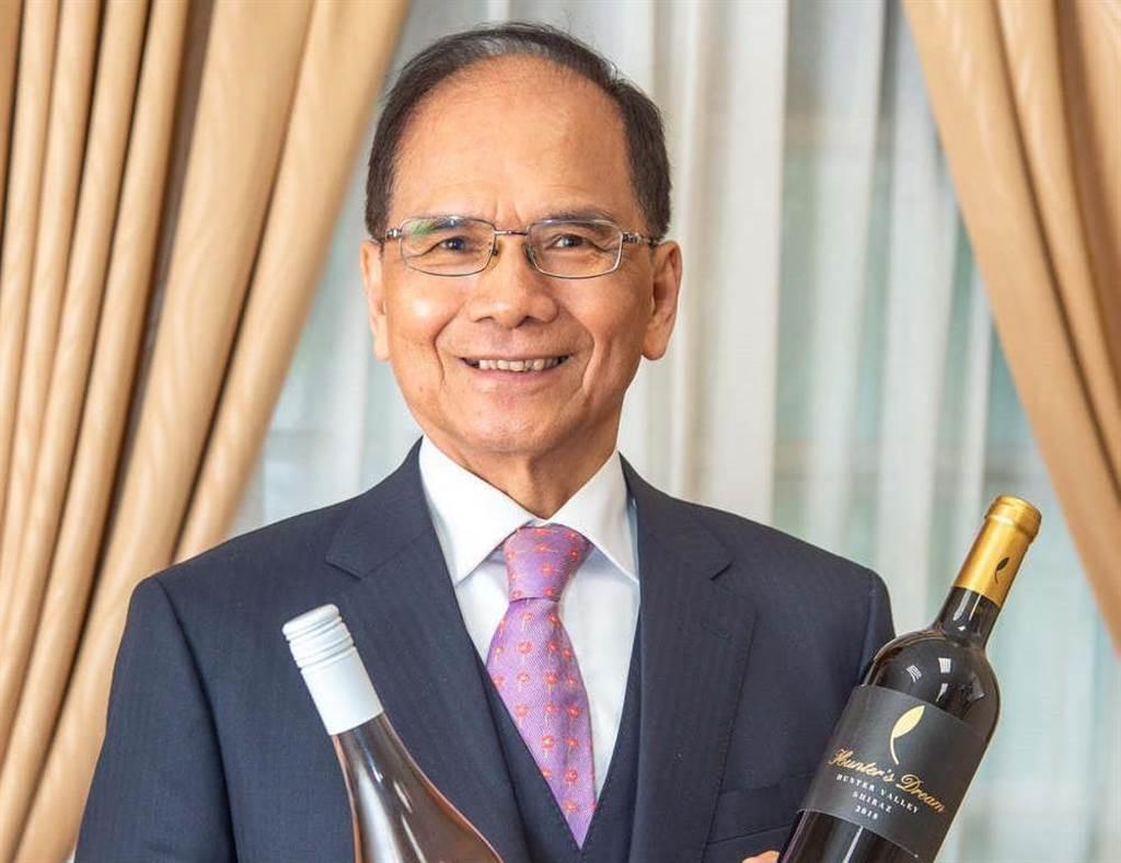 立法院長游錫堃表示,要以立法院公款購入200瓶澳洲葡萄酒來「力挺澳洲」,此舉遭到網民狂酸「像在打發叫化子」。(圖/游錫堃臉書)