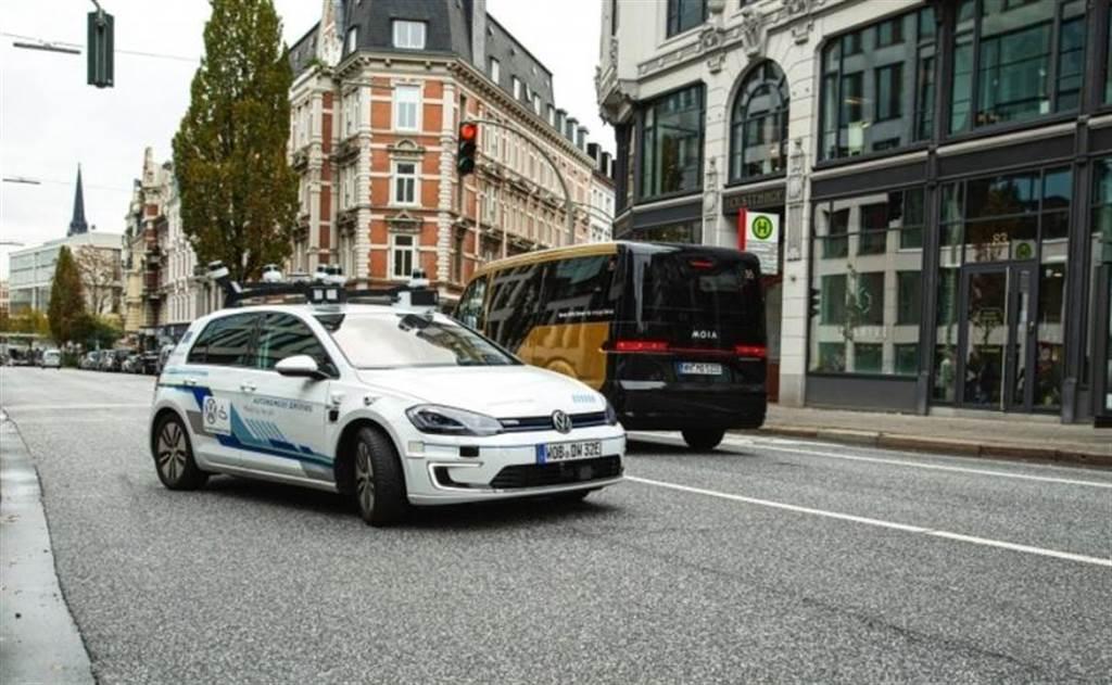 千萬輛規模優勢撐腰:福斯目標 2025 至 2030 年推出自動駕駛電動車