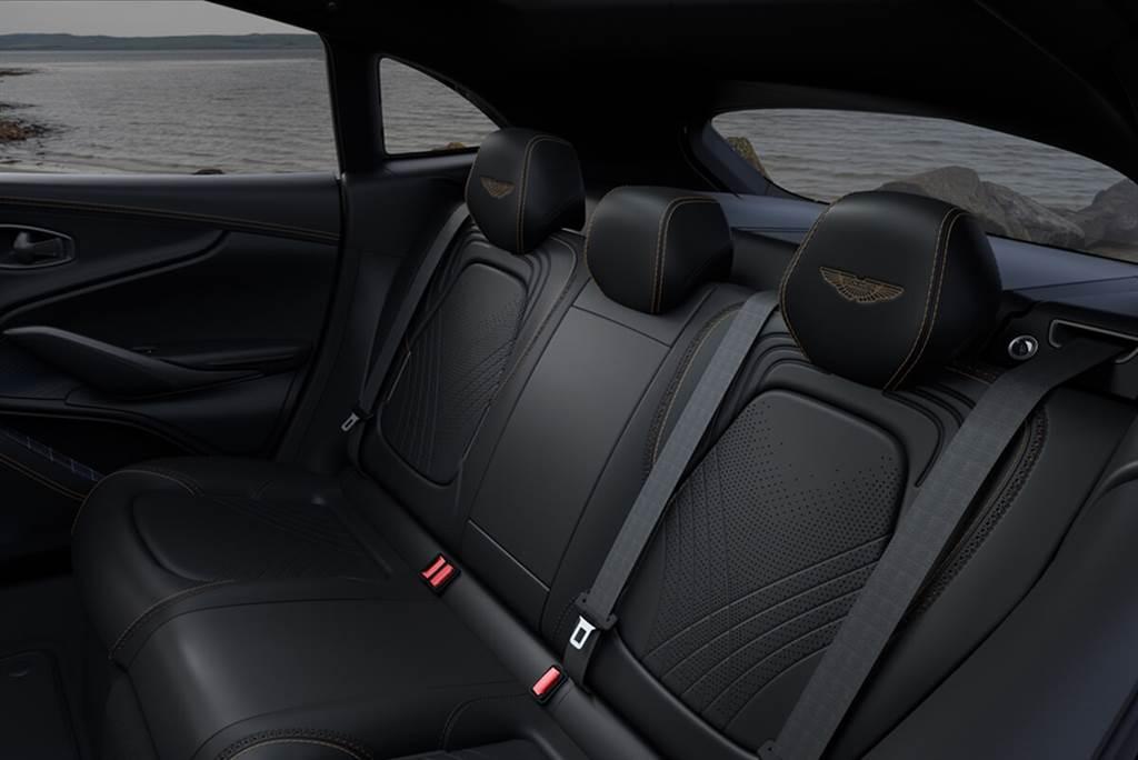 Aston Martin與威士忌酒廠Bowmore合作推出DBX Bowmore Edition