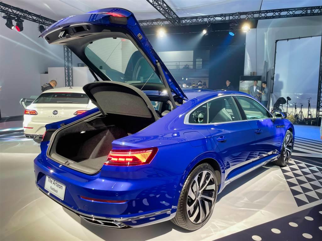 Fastback設計除了讓車尾線條更流暢,行李廂開口能夠更大也是優點之一,四門版本之標準容積可達563升。