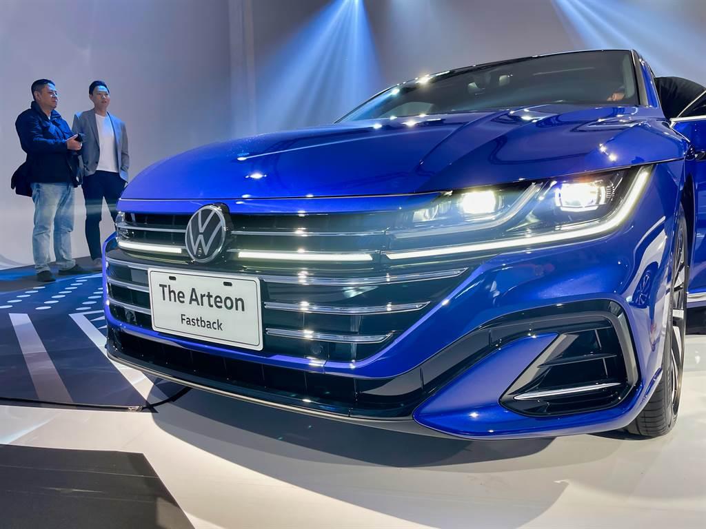 車頭採用VW新世代設計語彙,頭燈則是LED搭配貫穿水箱護罩的光條式日行燈。