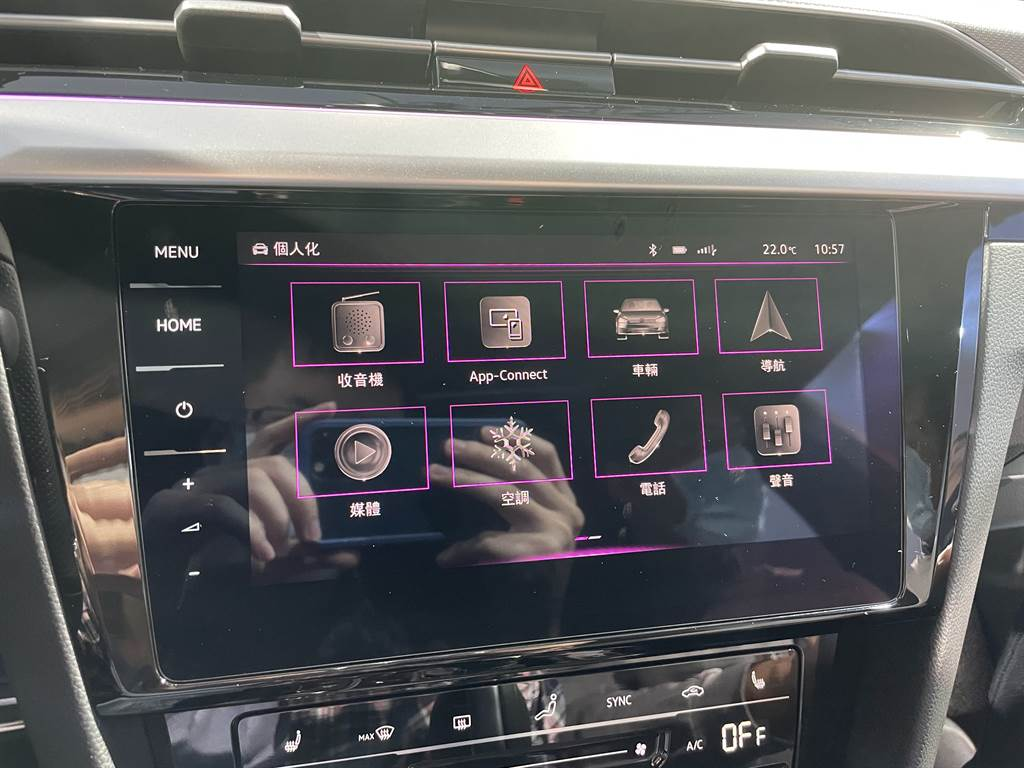 中控主機搭載MIB 3第三代資訊系統,搭配Discover Pro 9.2吋鏡面觸控螢幕。