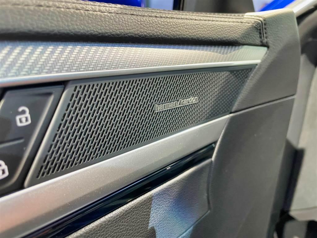 380 TSI R-Line Performance標配700W出力的Harman/Kardon音響,330 TSI elegance Premium/R-Line則可加價5.5萬元選配。