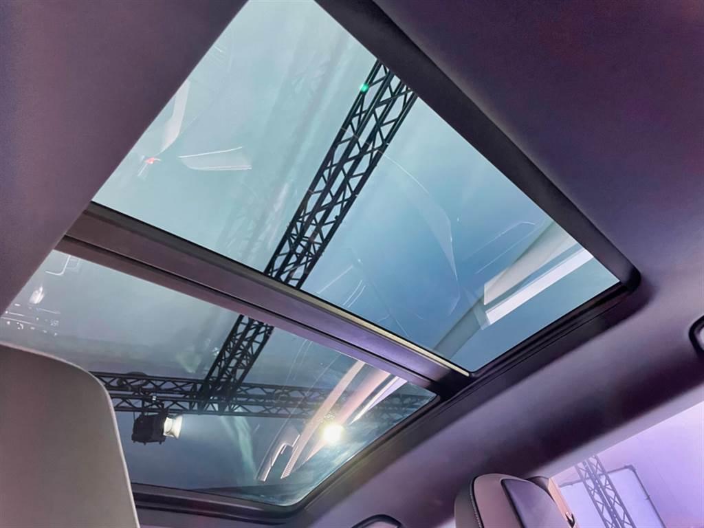 Shootingbrake車型具備大尺寸天窗。