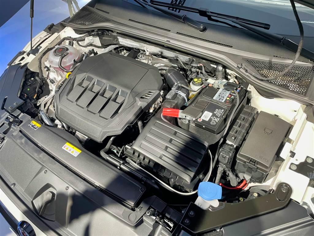 動力方面,全車系皆採用代號EA888之2.0升渦輪增壓引擎,330TSI輸出為190hp/320Nm,380 TSI則擁有272hp/350Nm,並且增加DCC主動式底盤控制系統與4Motion四驅系統。