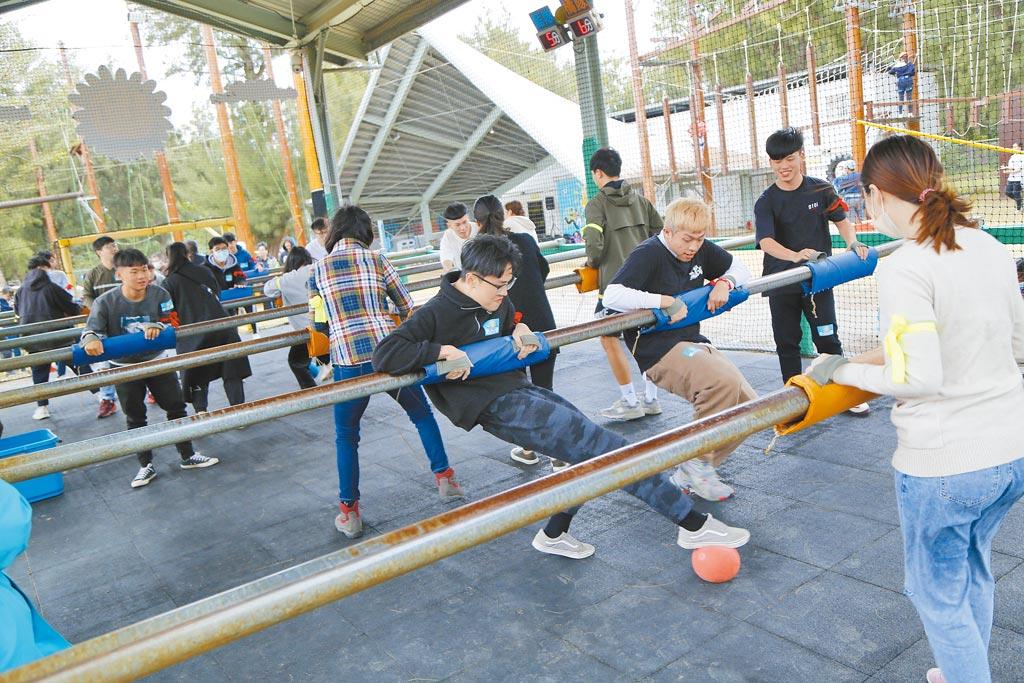 桃園青年體驗學習園區幸福太陽計畫,熱鬧活動讓民眾寓教於樂做公益。(呂筱蟬攝)