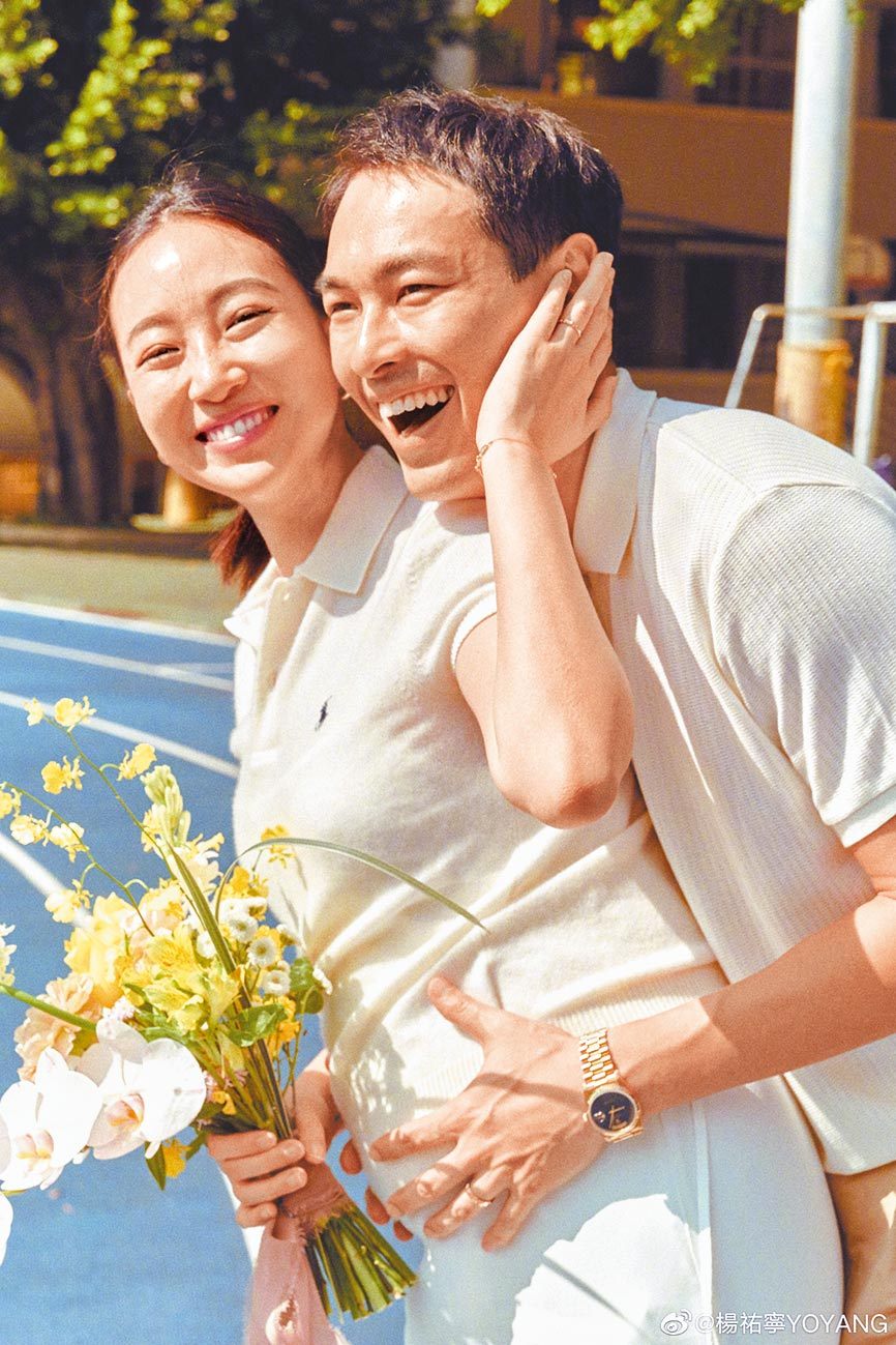 楊祐寧(右)在9月9日宣布與Melinda登記結婚。(摘自微博)