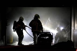 北市健康路社區機車起火竄濃煙 社區住戶急疏散