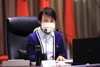明年起雙十公車限定市民 盧秀燕:每日上萬人綁卡 據點不關門