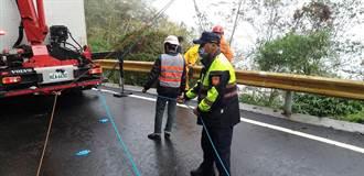 花蓮中橫墜車意外 1人受困警消搶救