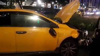 台北車站前車禍 計程車疑暴衝連撞機車 多名騎士受傷