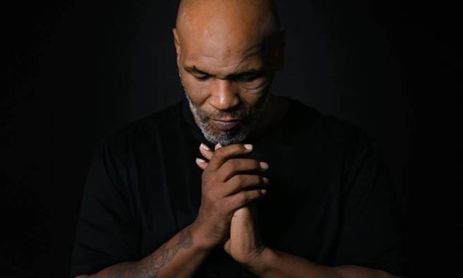 靠著吃素鏟肉45公斤,拳王泰森說,「吃素讓我身心穩定。」(擷取自Mike Tyson粉絲專頁/康健雜誌提供)