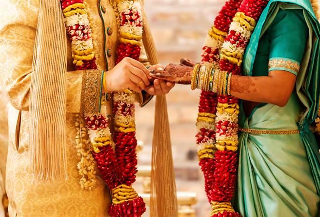 巴基斯坦一名丈母娘送「AK-47步槍」作為女婿的新婚禮物。(示意圖/達志影像)