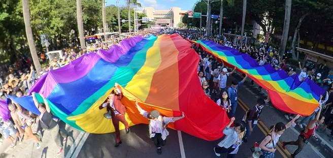 公民活動自由度 台灣再列亞洲唯一開放國家。圖為第18屆台灣同志遊行。(圖/姚志平攝)